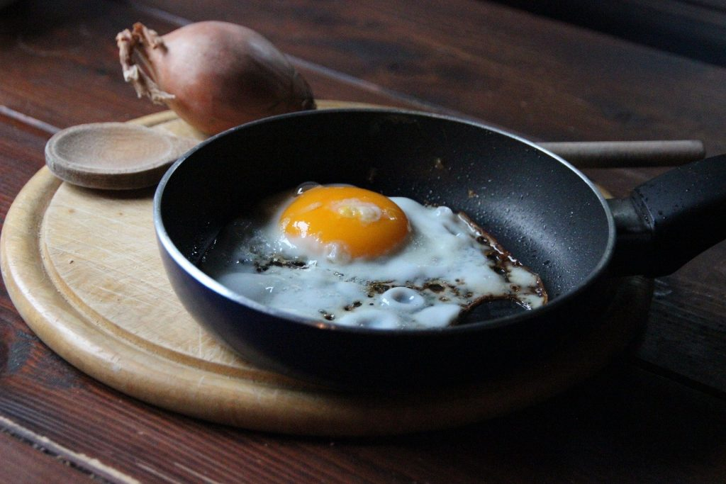 non-stick pan with fried egg