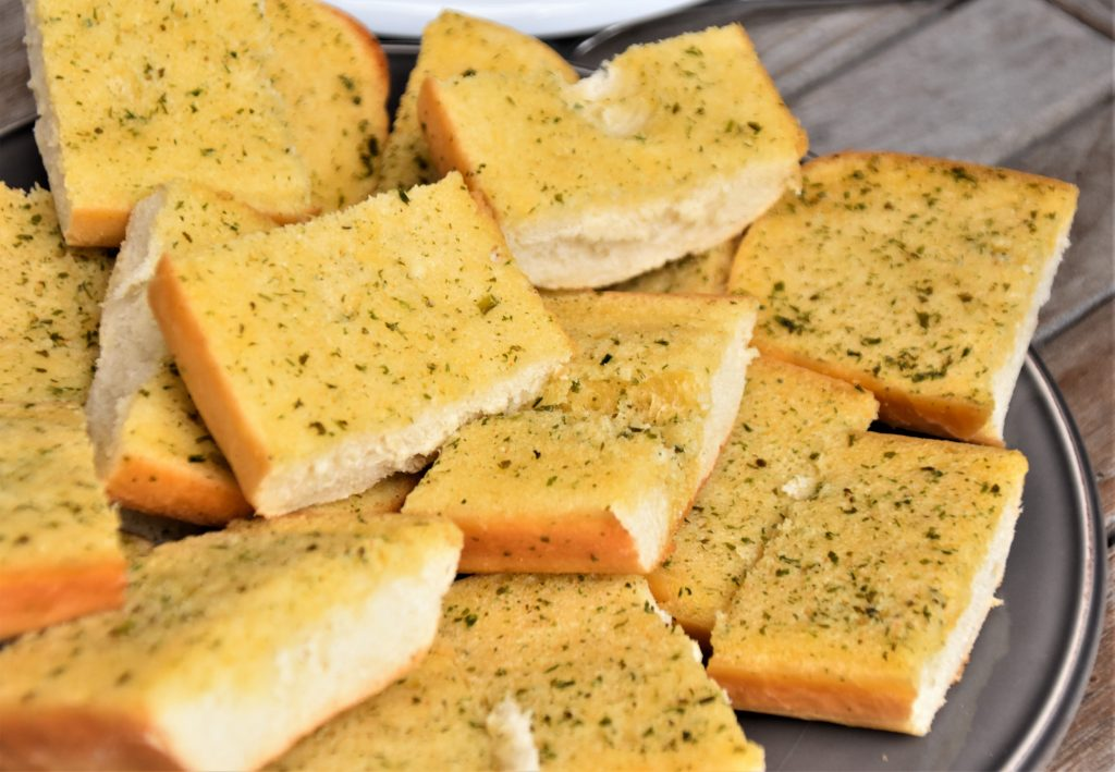 easy slow cooker recipes: garlic and rosemary bread